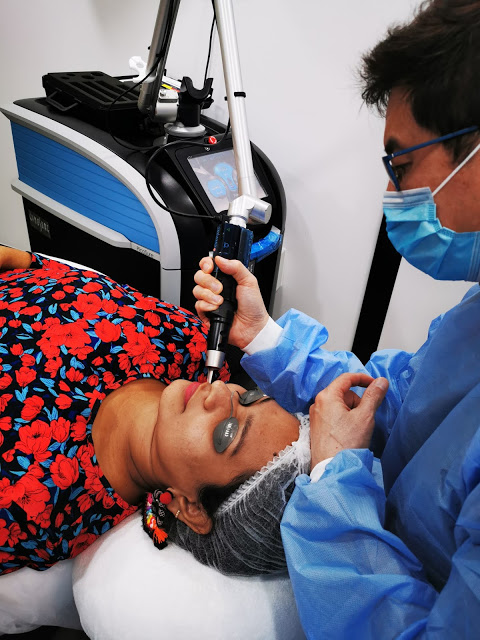 Dr.Ben performing the Pico Laser Treatment at The IDS Skincare